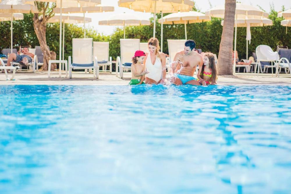 01-Pool-Family-1024x683