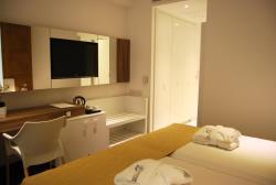 Deluxe Room b