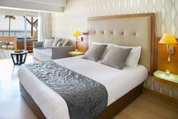 Deluxe_Terrace_Suite_Sea_View_with_Jacuzzi