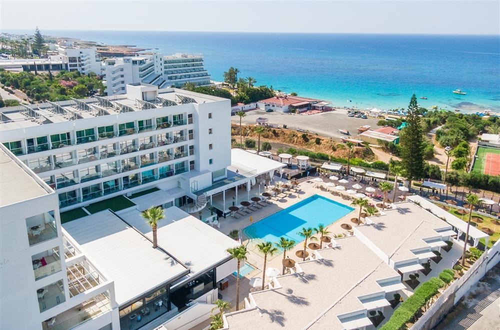 Napa Mermaid Hotel & Suites exterior