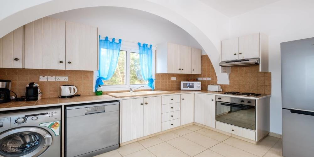 3 bedroom villa inland view kitchen