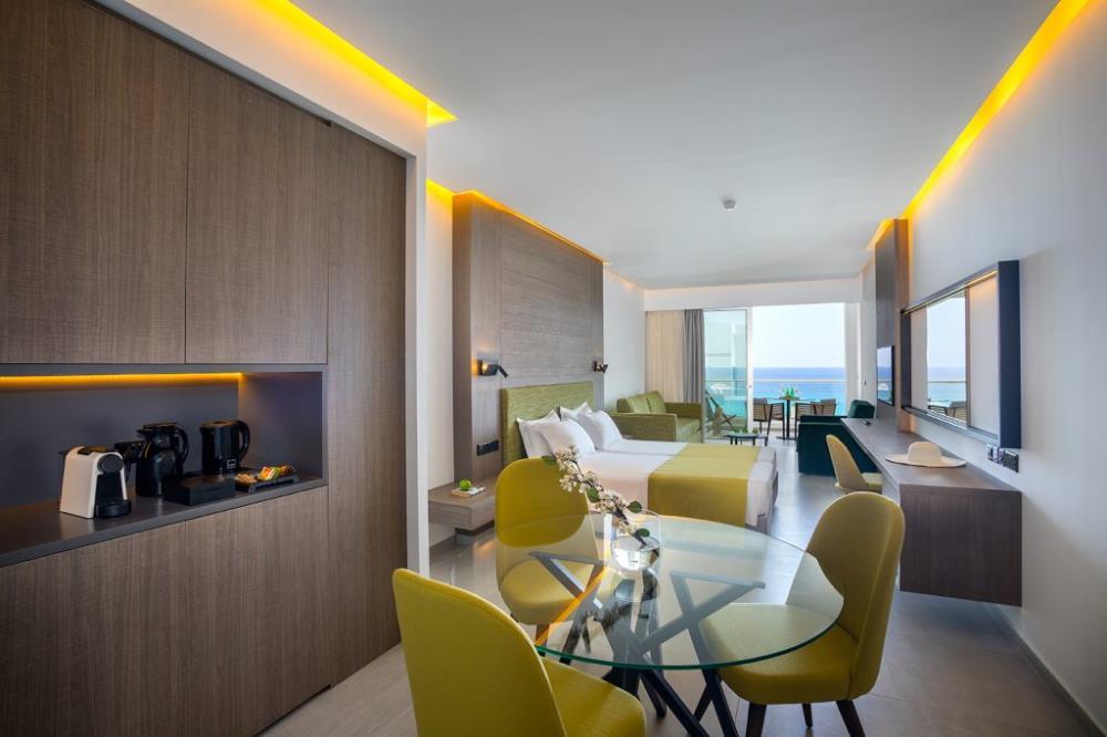 Elite-Floor-Family-Suite-Sea-View