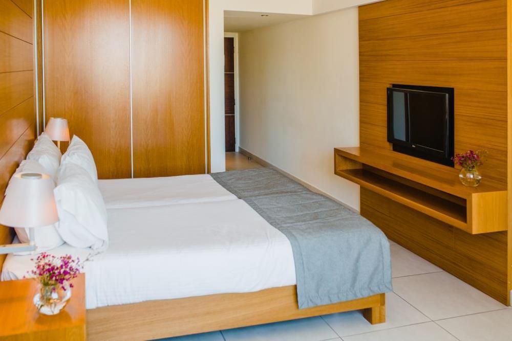 Superior-Inland-view-room-no-balcony-ROH-300-1024x