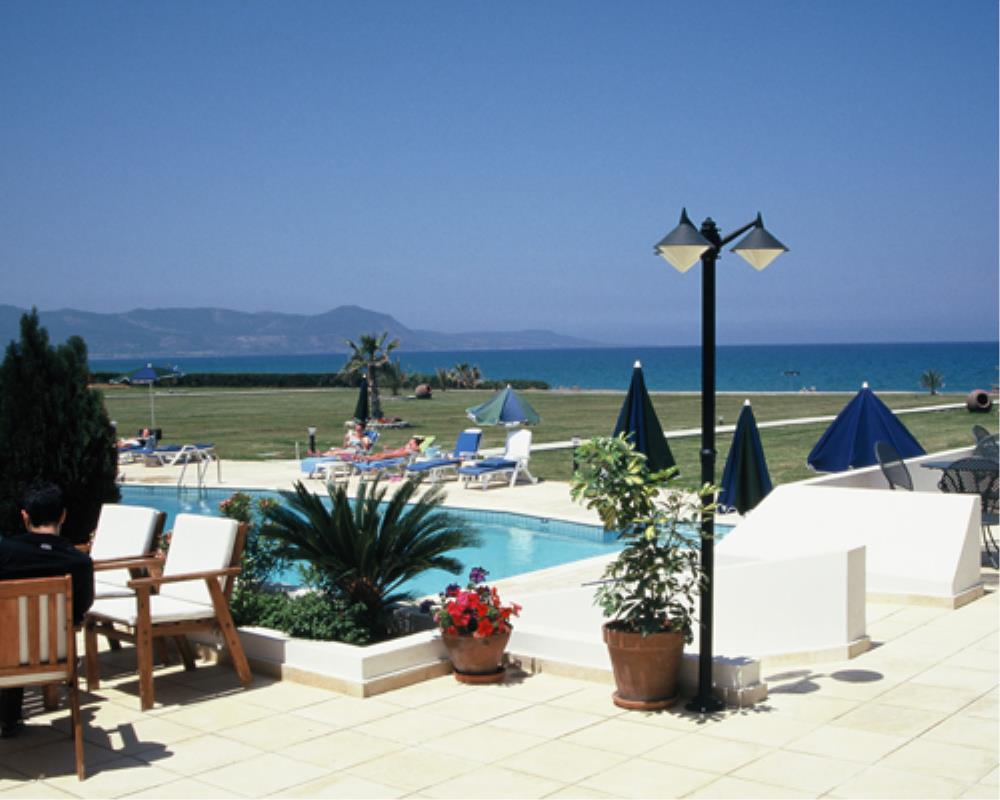 Pool  and beach at Natura Beach Villas