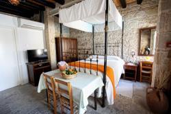 Leonidas Village Houses Bedroom