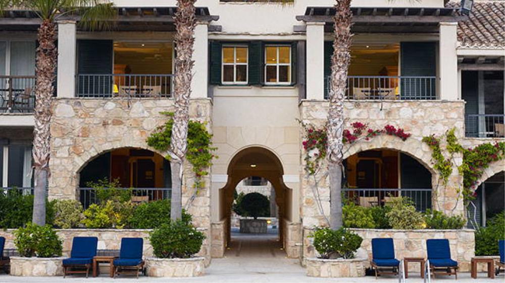 executive-suite-pool-view-exterior