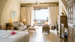 executive-suite-sea-view-with-fireplace-(3)