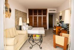 PREMIUM DELUXE JUNIOR SUITE WITH JACUZZI
