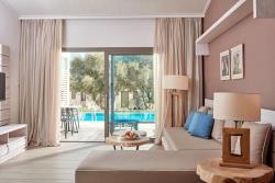 One-Bedroom Swim Up Bungalow