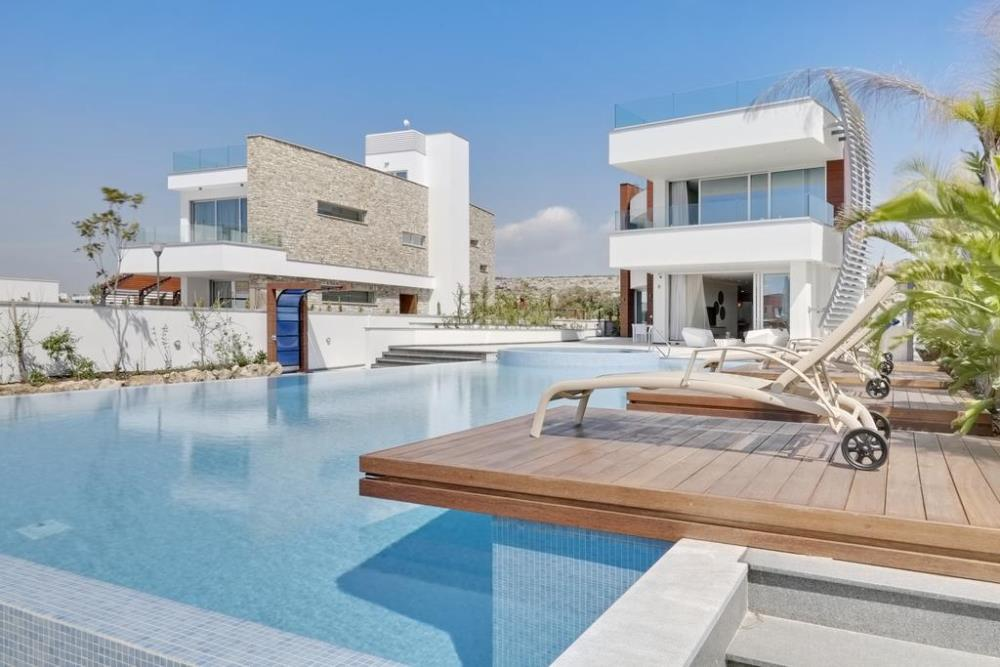 exterior pool2