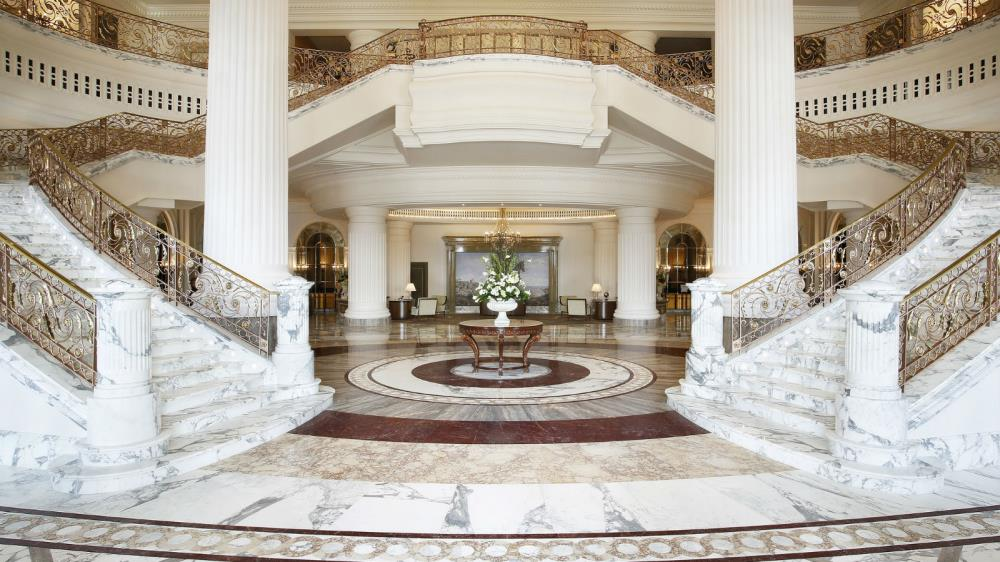 St.-Regis-Dubai---Lobby-Grand-Staircase