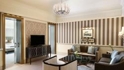 St-Regis-Dubai-Hotel---Executive-Suite---Living-Ro