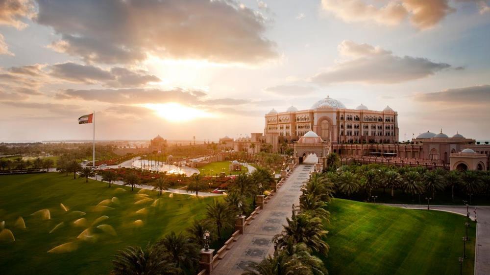 kiauh_emirates-palace-exterior-sunset