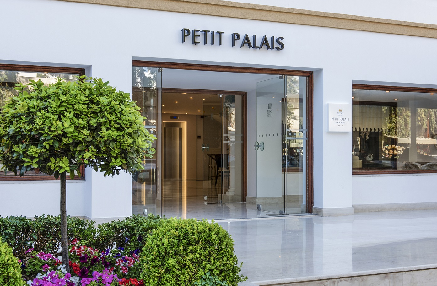 Mitsis_PetitPalais_Rhodes_entrance_72