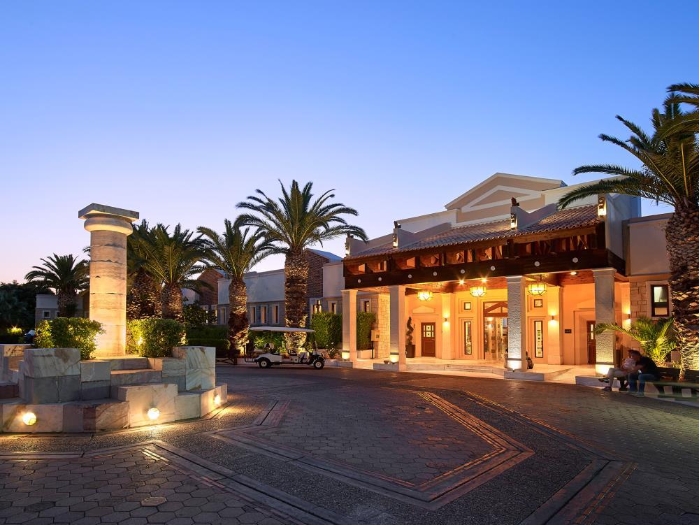 KR-CF098291-Hotel-entrance