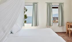 Suite-seafront-bedroom