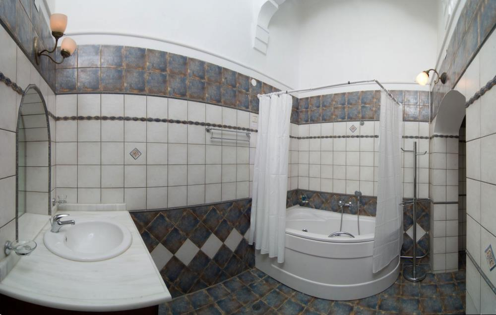 Suite-with-Balcony-Old-Town-View WC
