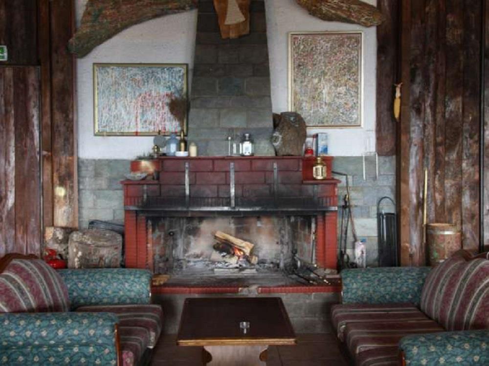 fireplace/ lobby