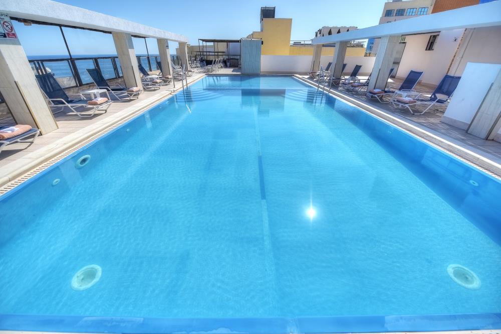 Outdoor-Pool-7th-floor-9-min