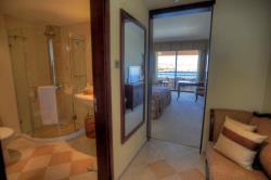 4e-dlx-seafront-bathroom