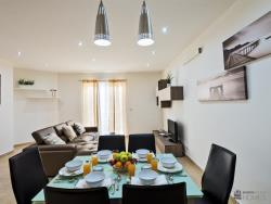 Three Bedroom Apartment with Balcony & View4